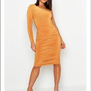 BOOHOO one shoulder mustard midi dress 6 NWT